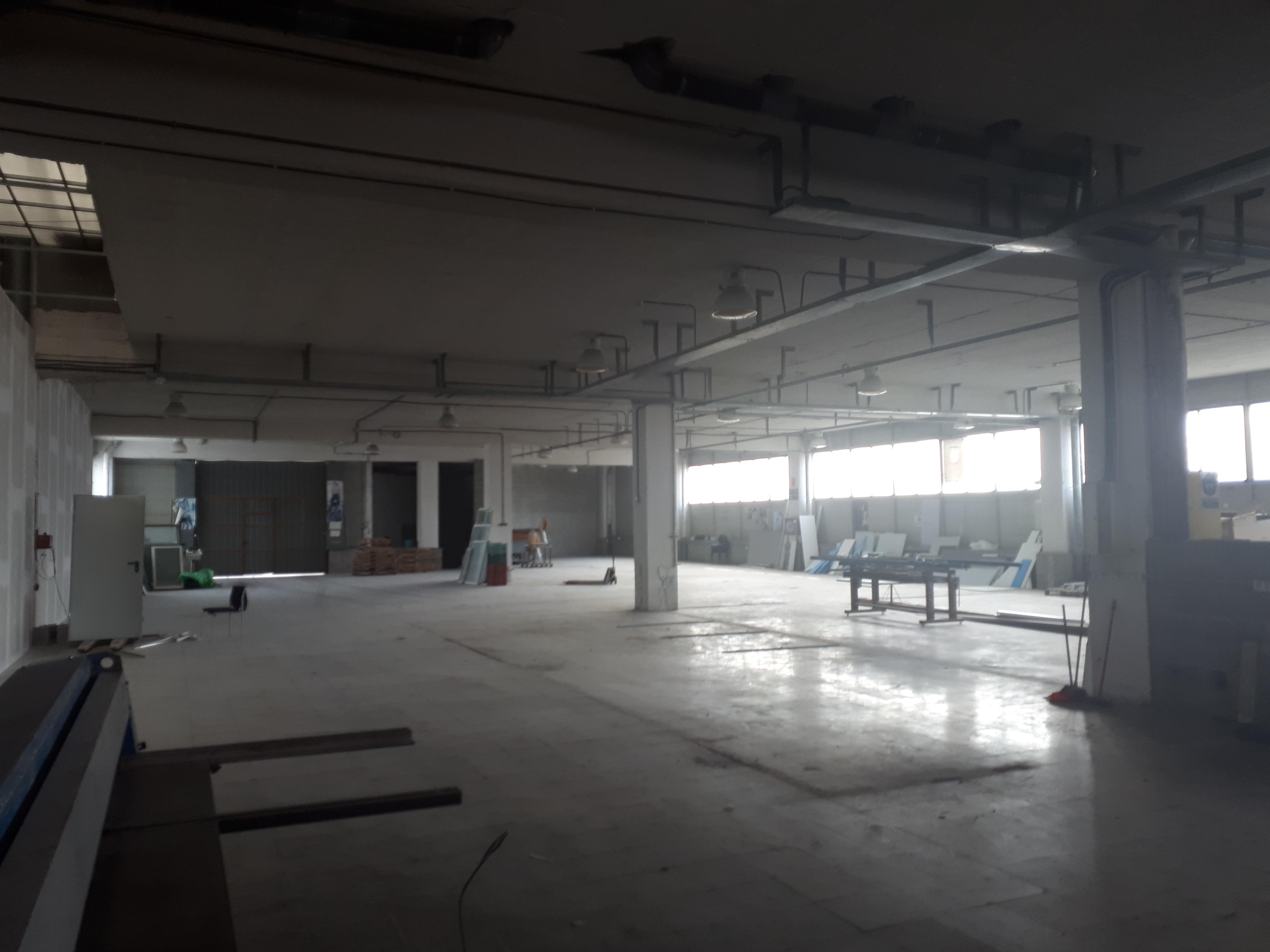 Nau / taller en zona privada comunitària