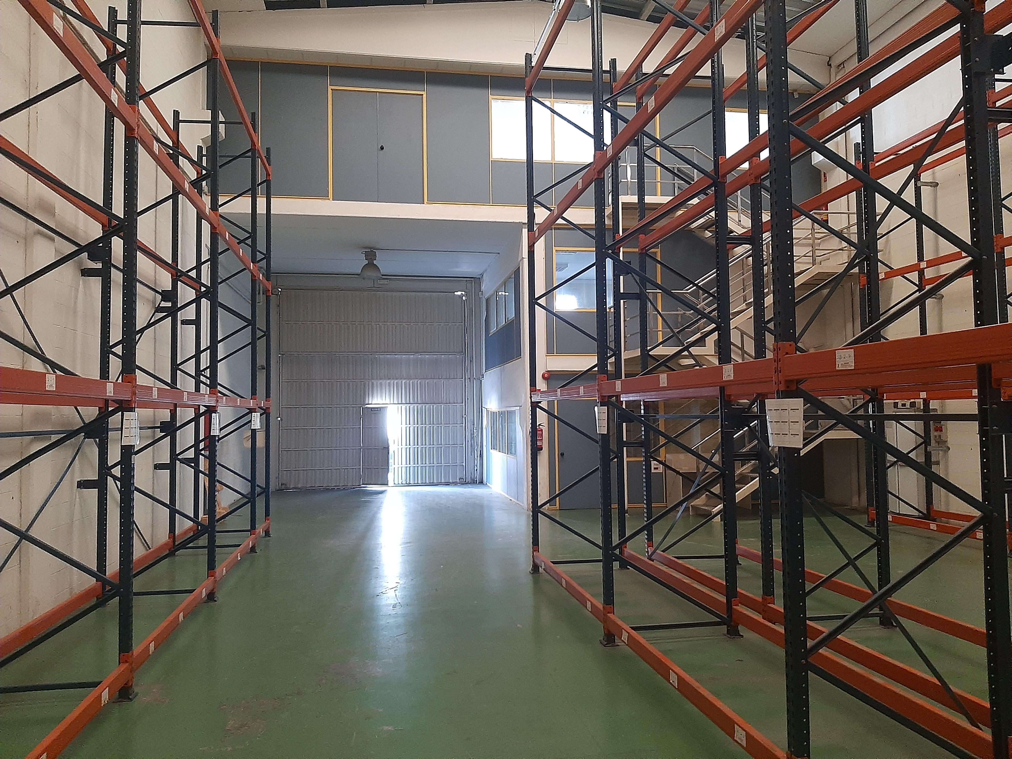 Ref. E-1339 Nau equipada amb instal.lacions i oficines